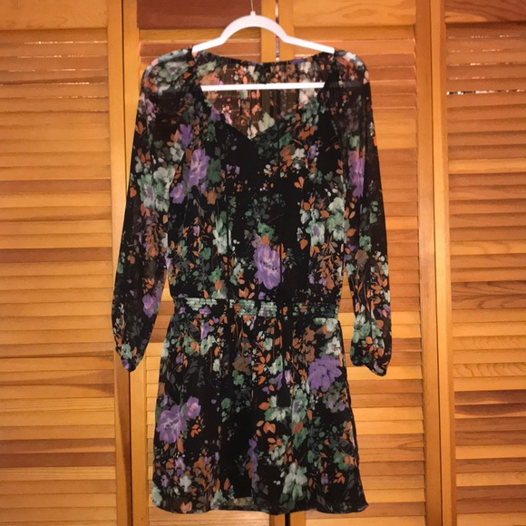Jessica Simpson, Size S, illusion back and sleeves